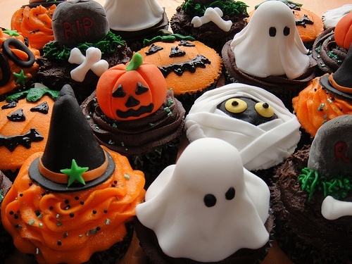 40590-Sweet-Halloween-Treats